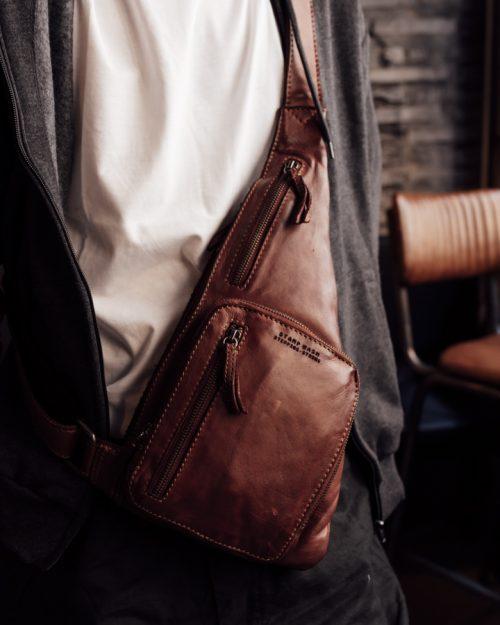 tichi 121 / mochila cruzada piel lavada marrón -